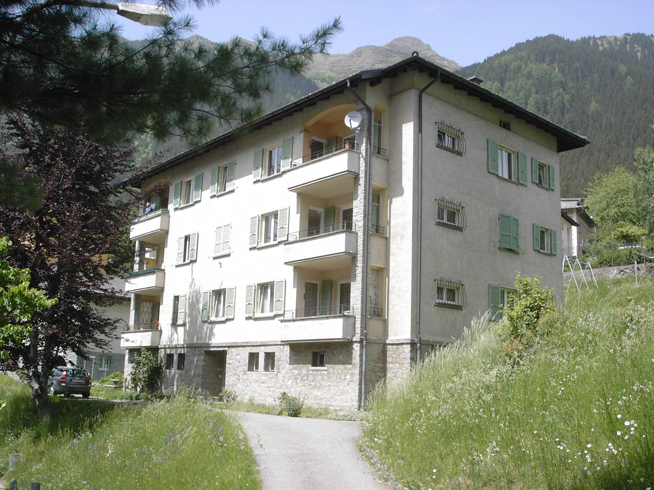 Appartamenti airolo leventina ticino for Piani casa ranch con cantina
